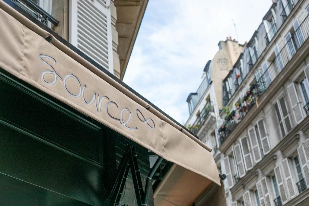 Devanture et logo source restaurant 18 rue d'abbeville proche du 10ème arrondissement de paris